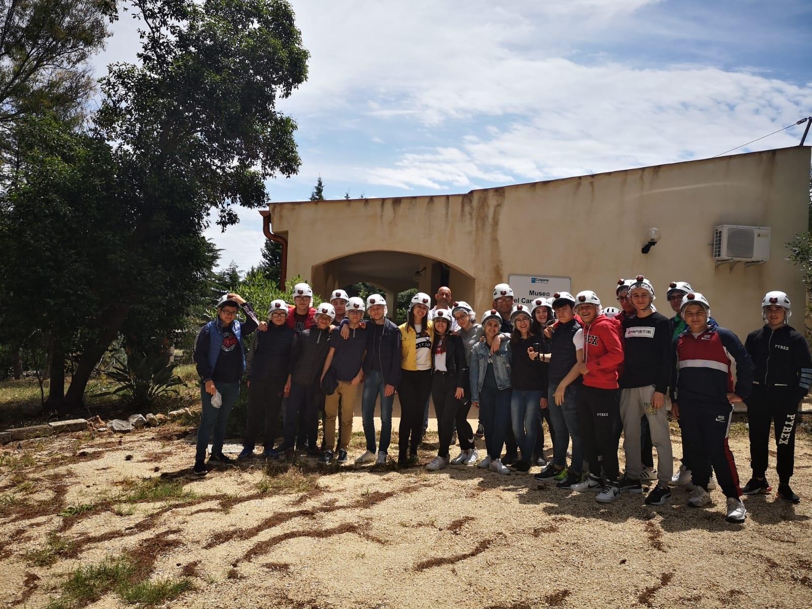 """Siracusa, studenti avolesi a """"lezione"""" nella riserva Grotta Monello"""