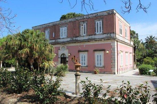 """Al via il """"Festival del viaggio e dei viaggiatori"""" Doppia appuntamento a Villa Reimann, dalle 17"""