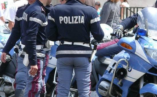 NOTO – LA POLIZIA DI STATO DENUNCIA DUE PERSONE