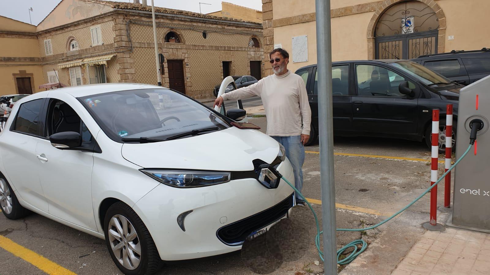 """A Noto le auto elettriche fanno """"il pieno"""" di energia"""