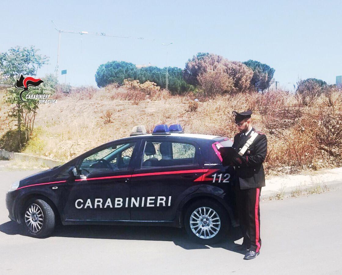 Incendio in una casa, i carabinieri salvano due anziane sorelle