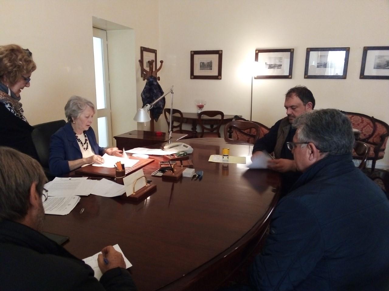 Lettera d'intenti per la concessione dell'ex caserma dei carabinieri di Ferla all'istituto di Istruzione superiore di  Palazzolo