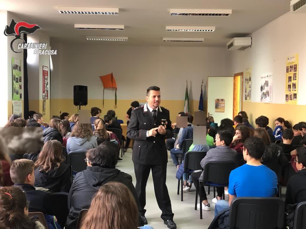 PALAZZOLO ACREIDE. BULLISMO E LEGALITA': I CARABINIERI INCONTRANO GLI STUDENTI